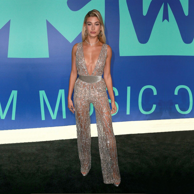 2018 Newest Elegant Mesh Jumpsuit Sexy Deep V Neck Sleeveless Backless  Fashion Gold Celebrity Evening Party Jumpsuits Wholesale 362c6519da27