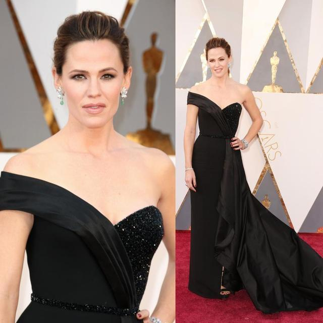 Recién Llegado de Largo Negro 2017 Jennifer Garner Oscars Celebrity Red Carpet Vestidos de Novia V Barrido Tren Tiers Vestidos de Noche
