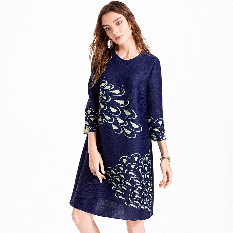 Original autocollant numérique perce grande taille femmes haut de gamme européen et américain automne plissé MIYAKE robe en gros - 3