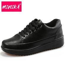 Minika Женская вулканизируют Женская обувь из кожи женские плоские легкие кожаные туфли Нескользящие модные повседневные кожаные туфли на шнуровке черные женские туфли