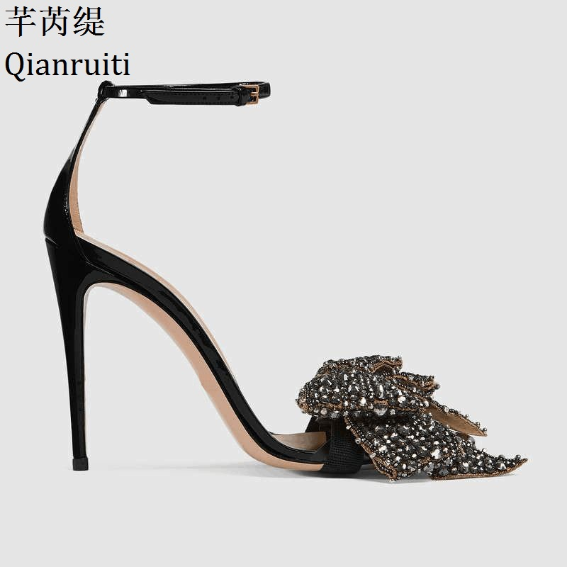 купить Qianruiti Summer Patent Leather High Heels Sandals Removable Crystal Bow-knot Stiletto Heels Women Shoes Ankle Strap Women Pumps по цене 4676.19 рублей