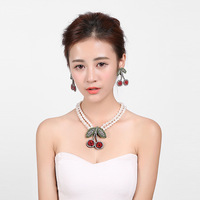 2018 European and Korean fashion wild women's cherry pearl crystal necklace clothing accessories 490