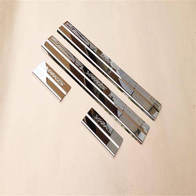 Para 2014 Toyota YARiS L Extenal Reflexivo Guarnição Pedal Bem-vindo Placa de Chinelo Limiar de Aço Inoxidável Soleira Da Porta estilo Do Carro peças