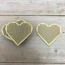 Необычная искусственная вышивка крестиком в форме сердца 50