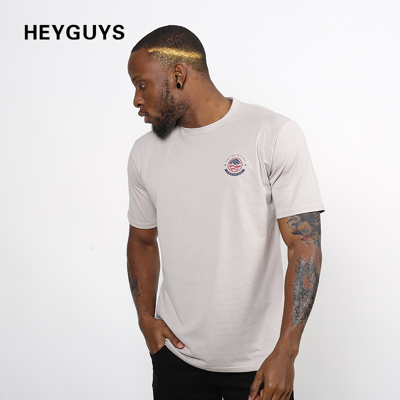 HEYGUYS street wear design stampa Rivista di moda hip hop breve manica T  Shirt per gli uomini di marca fitness uomini della maglietta nebbia in  HEYGUYS ... ddd932a4141