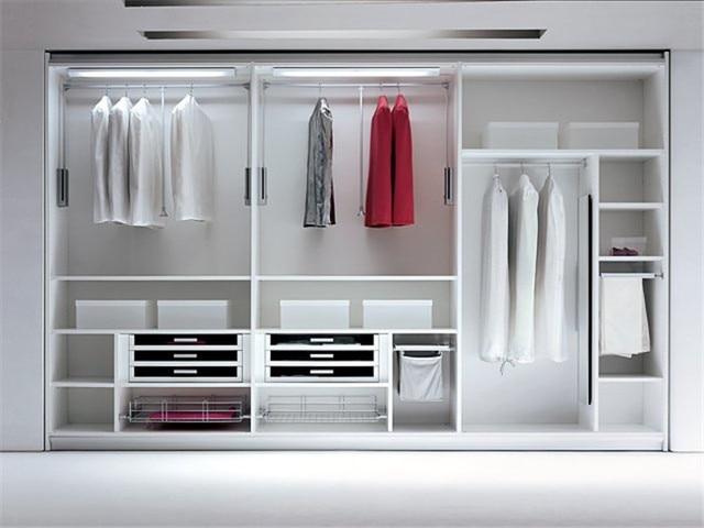 I Shape Walk In Closet Design
