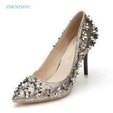 Новый насос 2017 Весна пункт с закрытым острым носком обувь на высоком каблуке маленький цветок блестки заклепки с одной обуви женские