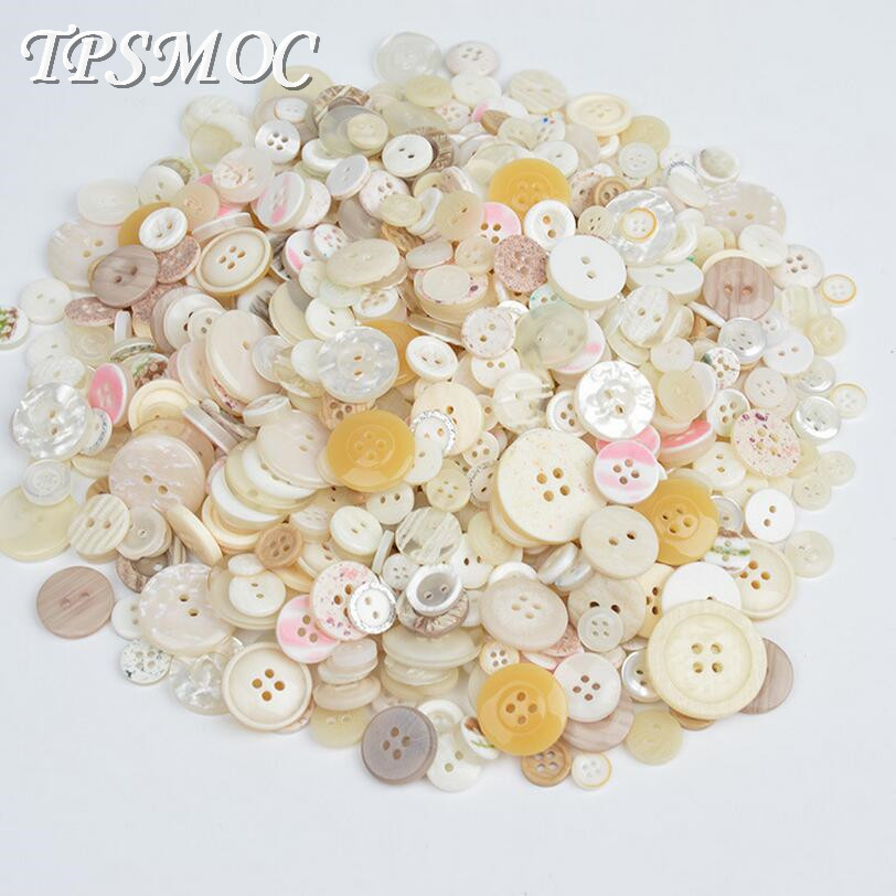 50g Quality Resin Buttons Assorted mix of designs and colours.