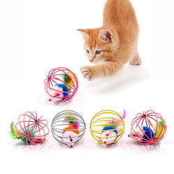 Кошка интерактивные игрушки Stick Игрушка с перьями с небольшой колокол мышиная клетка игрушки Пластик искусственные красочные Котик-тизер