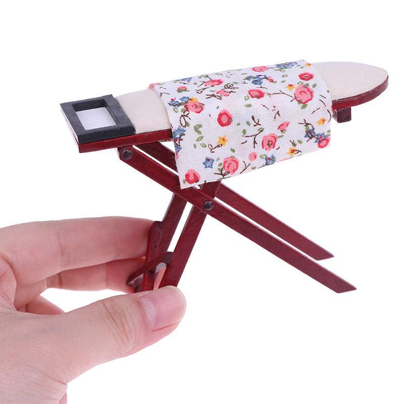 Scale 1:12 Dollhouse Miniature Ironing Board หรือเหล็กเฟอร์นิเจอร์ตุ๊กตาตุ๊กตาตกแต่งห้องเด็กของเล่นของขวัญ