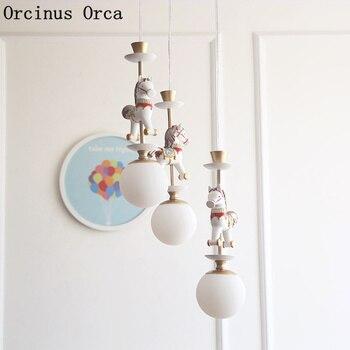 Мультяшная креативная карусель, подвесной светильник, для мальчиков и девочек, для спальни, скандинавский, простой, светодиодный, с цветным ...