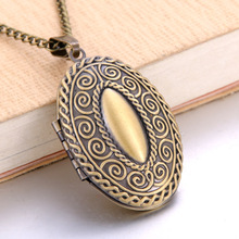 Vintage Photo Locket Pendant Necklace Trendy Hollow oval Shaped Necklaces & Pendants Fashion