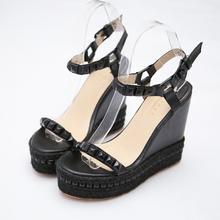 Милые римские сандалии-гладиаторы на высоком каблуке 12 см; женские летние туфли с пряжками и заклепками; вечерние туфли на танкетке с открытым носком; zapatillas mujer; Лидер продаж