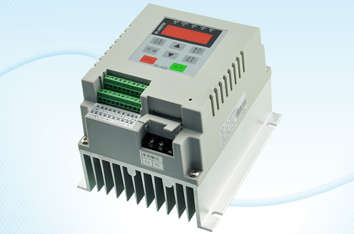 цена CoolClassic 2.2KW General Purpose single input and single output 220V Inverter Free shipping