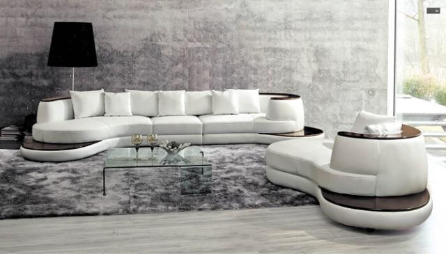 Divano del soggiorno con moderno divano ad angolo in pelle di ...