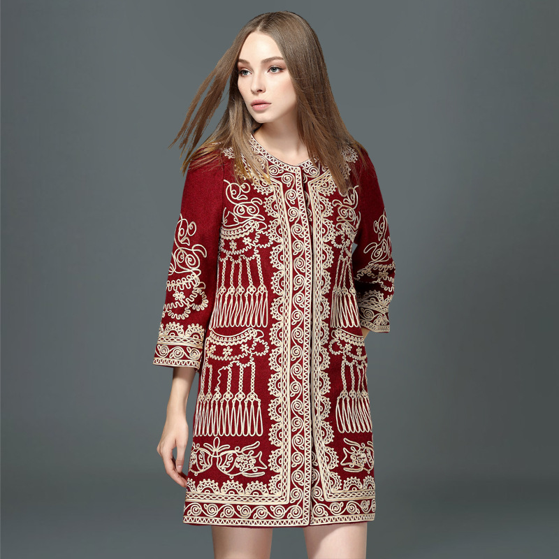 2017 autumn and winter high-end European and American new women's Heavy embroidered jacket thickening plus size women Coat