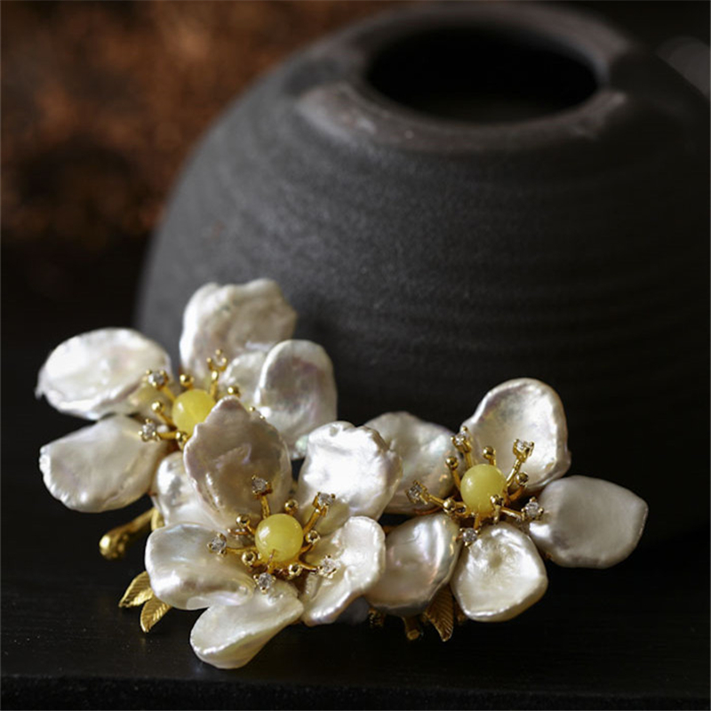 CMAJOR 2017 Natural Yellow Stone Beads Flower Pendants Brooch Jewelry Bijoux Broche Femme Baroque Pearl Brooches For Women