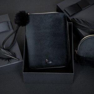 Image 2 - יוקרה Kinbor A6 ספר יומן תיבת מתנת יומן נוסע ברבור שחור קטיפה שחורה מתכנן מחברת רוכסן BJB57 כתיבה יצירתית