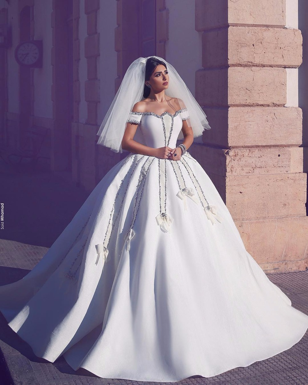 2017 Luxury Vintage Off Shoulder Wedding Dresses Ball Gown Royal Train Princess Long White Beaded Bridal Gowns Robe De Mariage In From