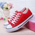 Con CAJA! venta caliente unisex alto bajo estilo Zapatos de Lona ocasionales Atan para arriba zapatos de moda para las mujeres Jóvenes zapatos