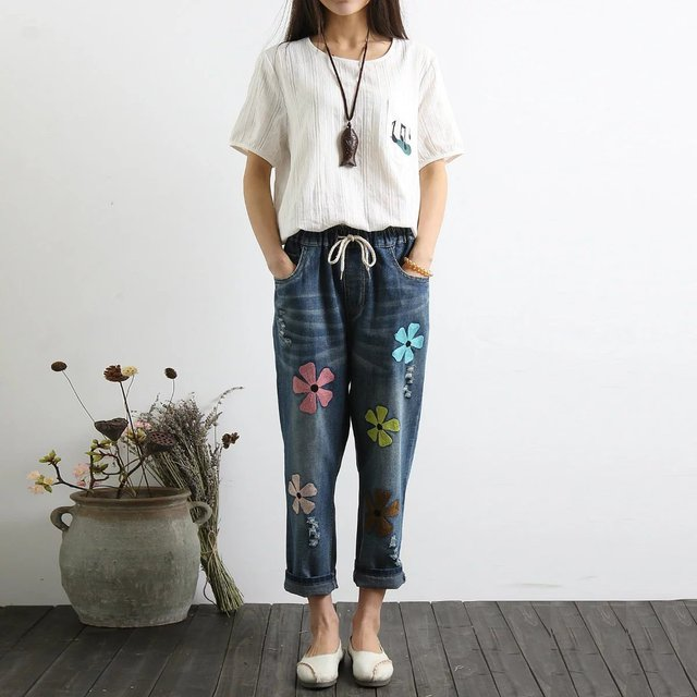 Embroidered Flowers Loose Nine Points Jeans