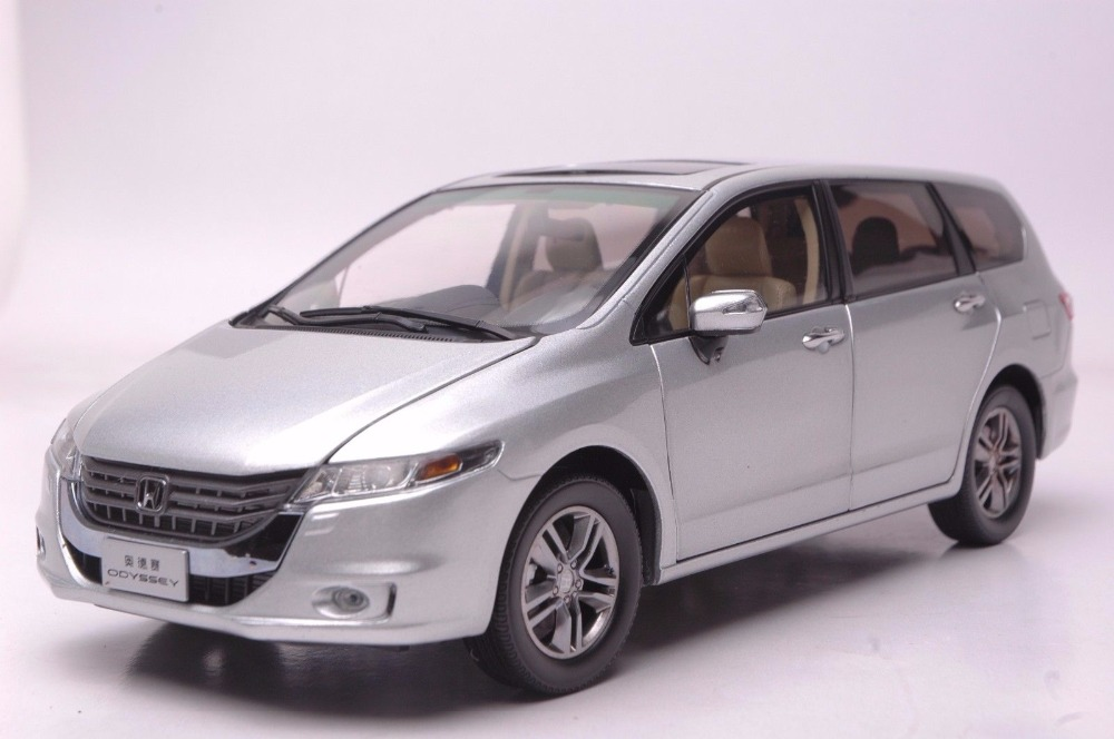 1:18 Diecast Model for Honda Odyssey 2013 Silver MPV Alloy Toy Car Miniature Collection Gifts Van 1 18 diecast model for volkswagen vw all new touran l 2016 brown mpv alloy toy car miniature collection gifts