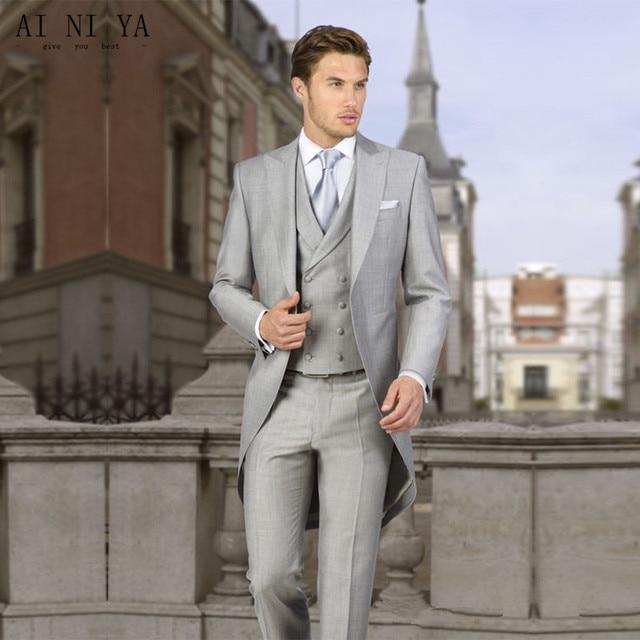 Hommes manteau pantalon trois pièces costumes gris clair costume fait smoking  longue queue marié de mariage 4b2fb19ccc5