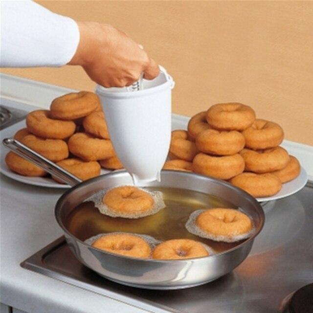 Máquina de Donut Maker Mold DIY Ferramenta Da Cozinha de plástico Pastelaria Utensílios de Cozer Fazer Bake Ware Acessórios de Cozinha Molde de Cozimento