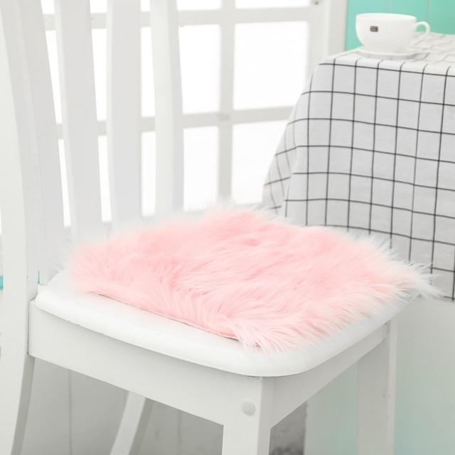Venda quente Do Falso da Pele De Carneiro Tampa Da Cadeira 3 Cores Quente Cabeludo Área de Lã Tapete Almofada Do Assento longo Pele Pele Simples Fofo tapetes Laváveis