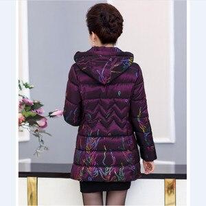 Image 2 - בגיל העמידה נשים Parka מרופד מעיל 2018 חורף חדש אמא של מעיל ברדס עיבוי חם אברה מודפסת כותנה צמר גפן מעיל