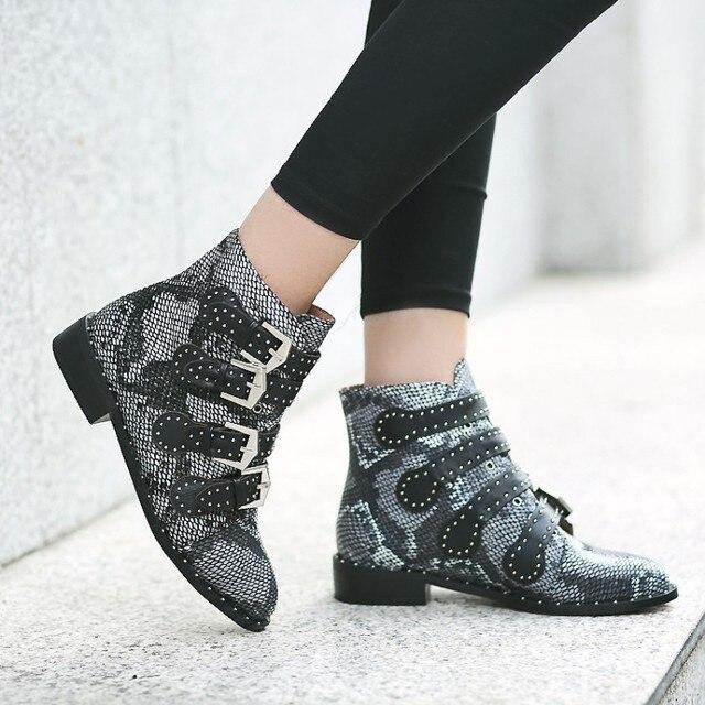 Yılan derisi çizmeler ayak bileği Ayakkabı Kadın Perçinler Kadın Şişeler Zapatos Mujer Sonbahar Bahar Botları Tokaları Motosiklet Çizme boyutu 48
