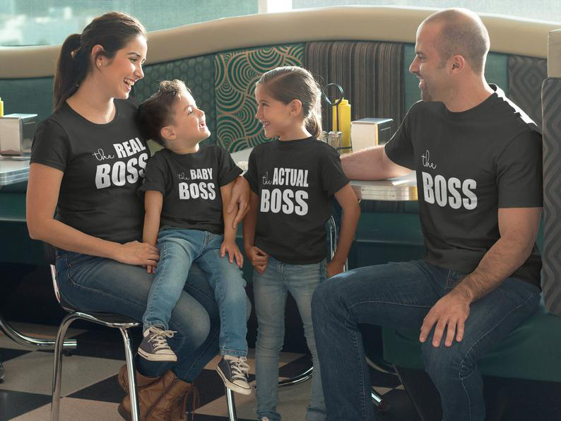 1pcs The Boss The Real Boss Matching Family Shirt Mom Dad Son Daughter Match Set Funny Shirt Cute Saying Shirt Clothes Outfits