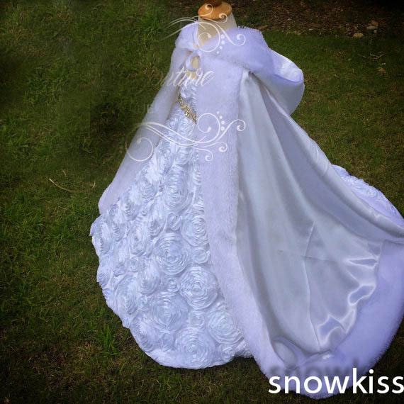 Long Floor Length Girls Cape Ivory/White Wedding Cloaks Faux Fur Jacket For Winter Kid Flower Girl Children Outerwear & Coats red hooded 2016 girls cape wedding cloaks faux fur jacket for winter kid flower girl shrug outerwear coats for haloween