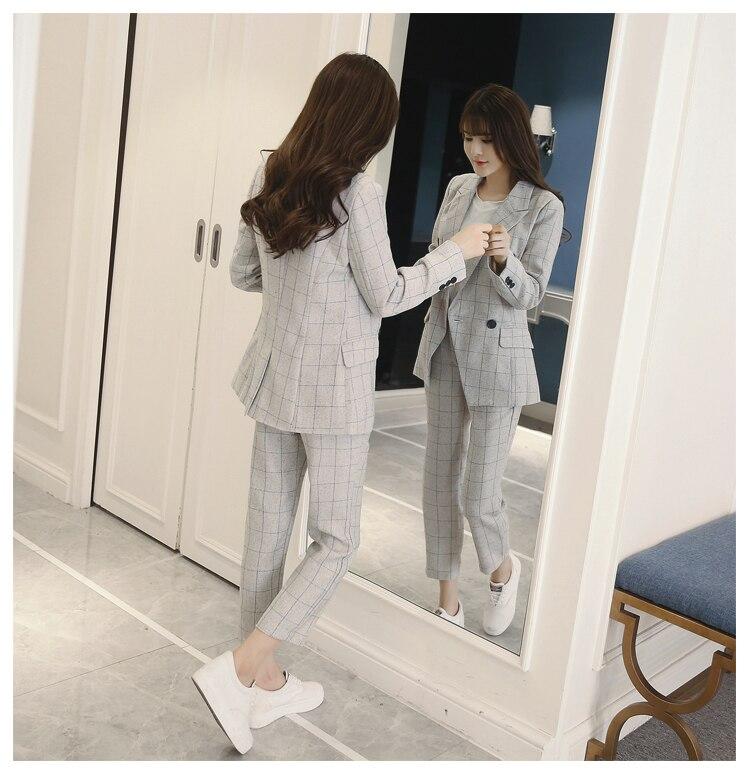 615af1e57 Las nuevas mujeres OL moda elegante a cuadros blanco Delgado cruzado trajes  traje profesional femenino traje de dos piezas pantalón trajes en Trajes de  ...