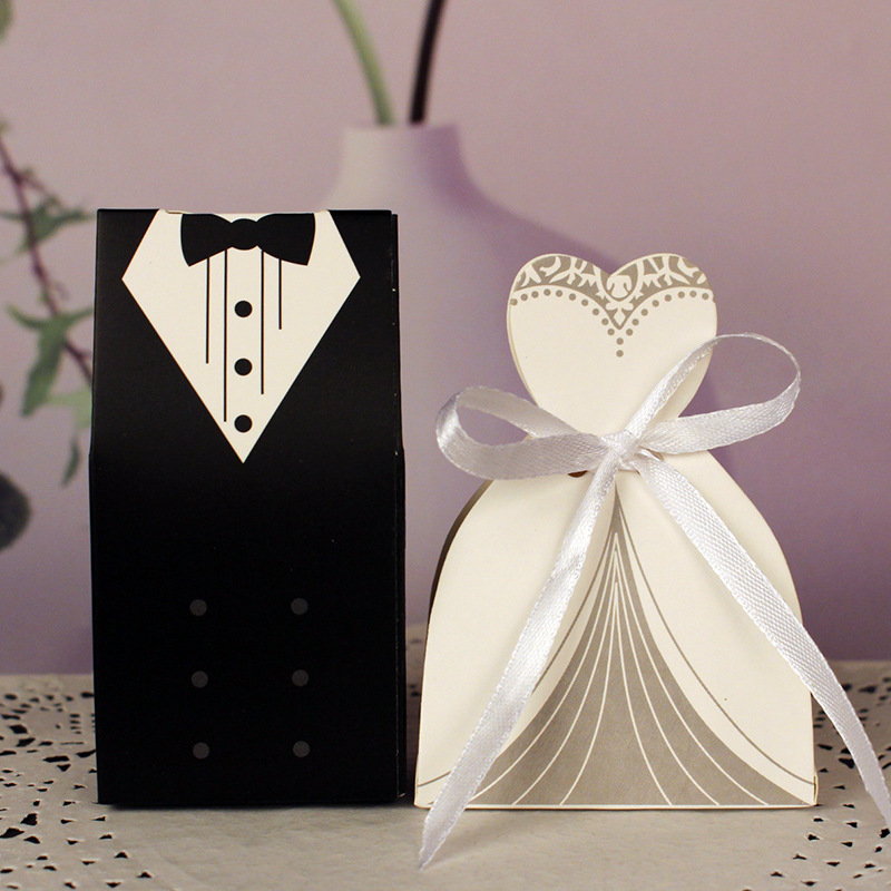 100Pcs Bridal Gift Cases Bags Groom Tuxedo Dress Gown Paper Mariage Boda Decoration Bomboniere Ribbon Wedding Favor Candy Boxes100Pcs Bridal Gift Cases Bags Groom Tuxedo Dress Gown Paper Mariage Boda Decoration Bomboniere Ribbon Wedding Favor Candy Boxes
