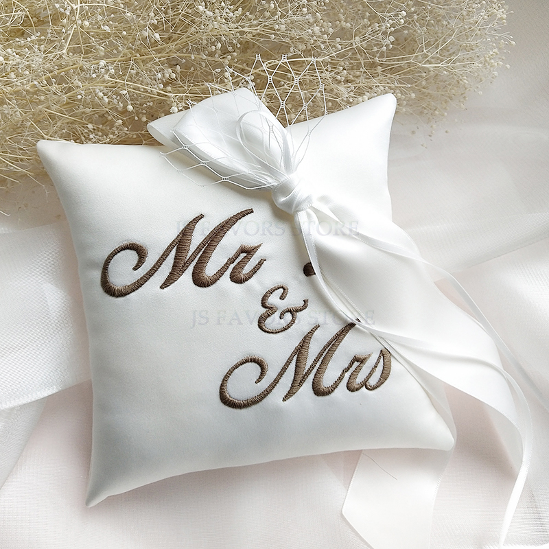 Free shipping1pcs custom embroidery name digital ribbon Surprise engagement wedding decorate marriage proposal idea ring pillow image
