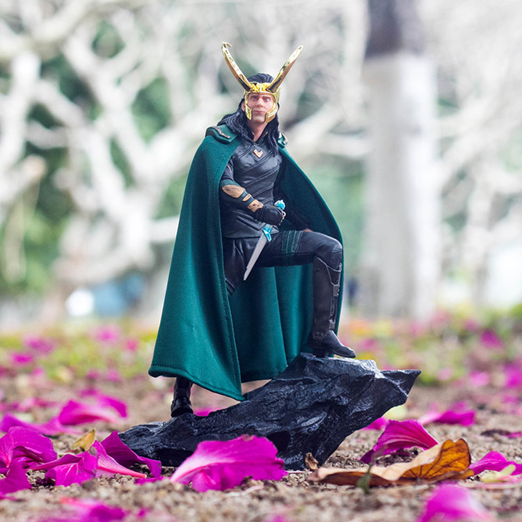 [Best] Limited Edition 25cm Avengers Loki Thor PVC Action Figure Statue Collectible Model Room Decoration Toys Kids Child Gift