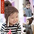 2016 novos Meninos de Inverno Pure Color Crianças Cap Ouvido Crianças Malha Chapéus Quentes Gorros Pompons De Lã Cap Meninas Além de Veludo