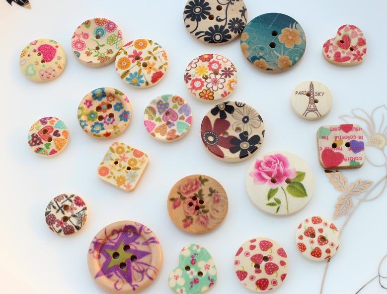 400pcs 15-25mm Floral painted Round ,heart ,square wood buttons Pendants cabs sampler set