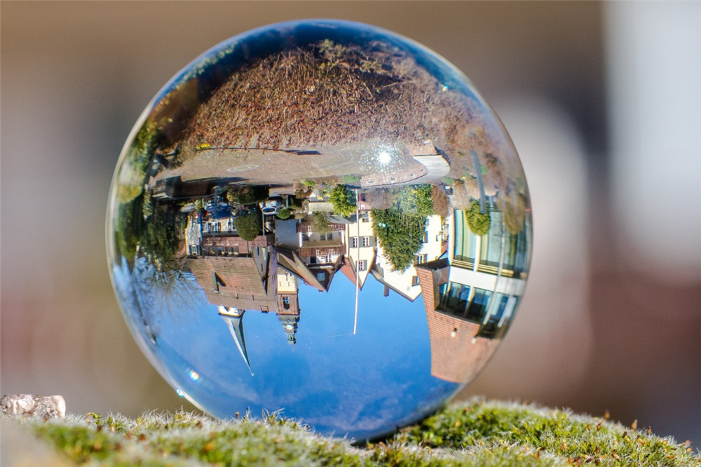 ball_mirroring_church_old_town_haslach_kinzigtal-1174918