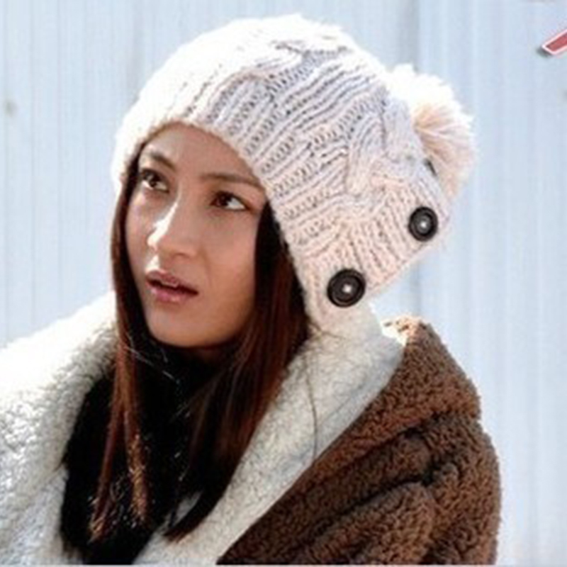 नई शीतकालीन टोपी महिला गर्म ऊनी बुना हुआ फैशन टोपी कान संरक्षण जोनादाब बटन मुड़ बेनी टोपी महिला फर टोपी सामान