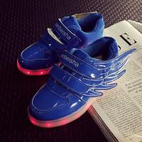 2018 جديد الجناح الاطفال رياضية الأزياء مضيئة المضاء ملون الصمام أضواء الأطفال الأحذية الصبي فتاة الأحذية عارضة مسطحة الأحمر الأزرق 896E