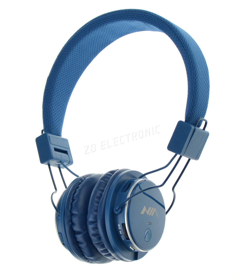 Sony Brought Three Diffe Headphones To The Show Mdr Xb550ap Xb950b1 And Nw Ws620 Latter Is An All In One Player With 16gb