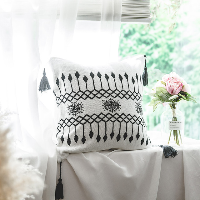 Black & White Nordic Patterns – Throw Blanket & Cushion Covers
