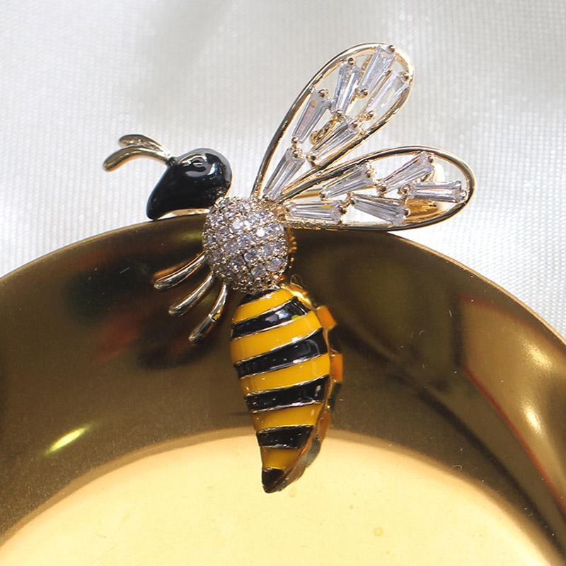 UALGL Fashion Elegant Enamel Lapel Pins Crystal Yellow Color Lovely Bee Brooches For font b Women