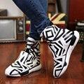 Mens peculiar modelo de paso de cebra botas de coincidencia de color blanco y negro de moda de alta superior zapatos para hombre botas de pinto estilo venta caliente