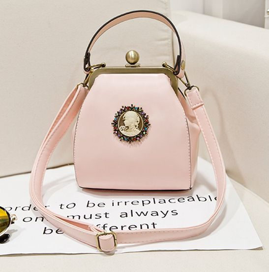 2017 Fashion designer casual women shoulder messenger bag PU leather candy color handbag clip bag vintage women hasp banquet bag