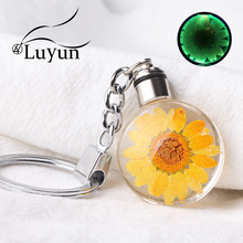 Luyun Creative Natural Dried Flower KeyChain Glowing Jewelry Crystal Glass Wholesale Free Shipping