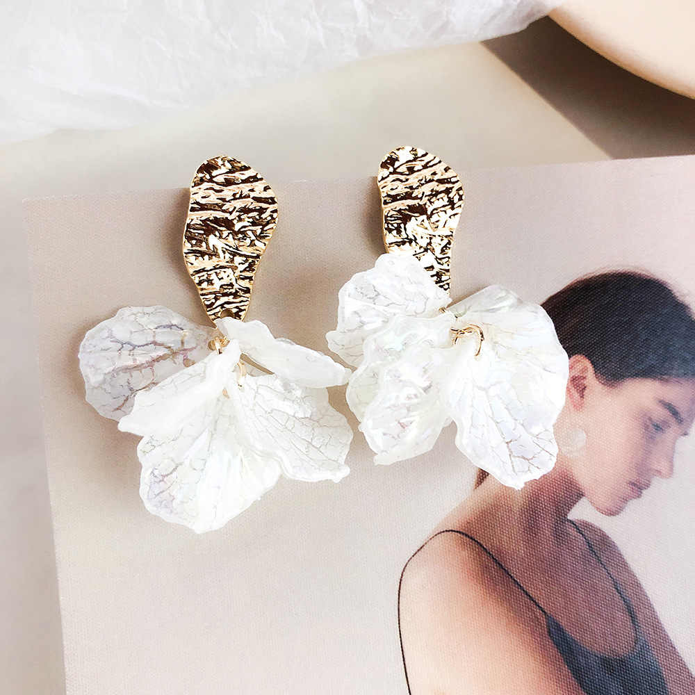 Dominated 2019 New Resin Petal Women Earrings Exaggerated personality irregular metal Drop earrings Jewelry