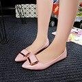 2017 Primavera Verano Mujeres de Charol Zapatos de La Boca baja Antideslizantes en Los Zapatos Casuales Trabajan Desgaste Hebilla de Las Señoras Punta estrecha Mujeres pisos